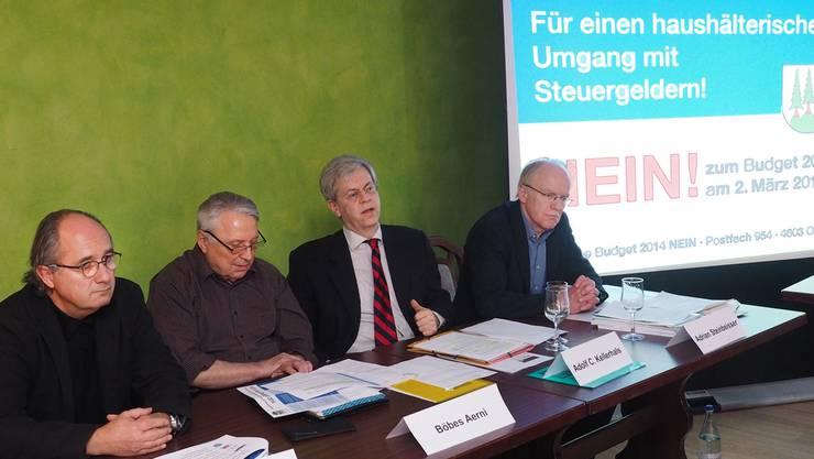 «Komitee Budget 2014 Nein» mit von links Eduard Stuber, Böbes Aerni, Adolf C. Kellerhals und Adrian Steinbeisser.