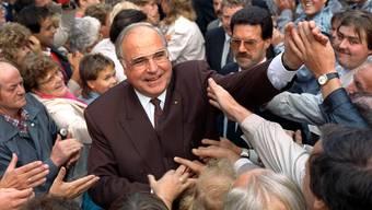Im Bundestagswahlkampf 1990 jubelten die Ostdeutschen Kohl zu. Der verstorbene Altkanzler bleibt auch dank unvergesslicher Zitate in Erinnerung.