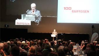 Die Fricktaler Raiffeisen-Genossenschafter (im Bild die Generalversammlung in Kaisten) werden in den kommenden Jahren über Fusionen abstimmen. dds