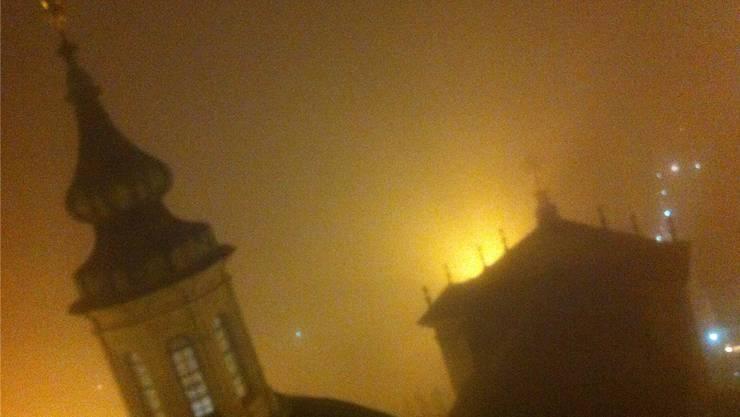 Der Nebel sorgte in der St.-Ursenstadt für skurile Szenen.