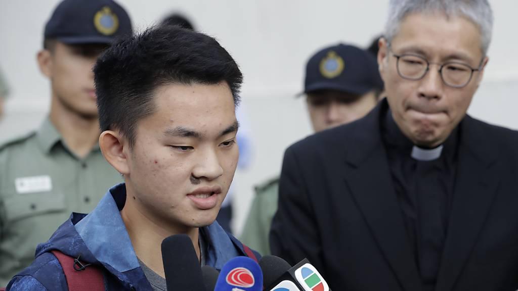 Der mutmassliche Mörder, der im Mittelpunkt der Kontroverse um das zurückgezogene Auslieferungsgesetz in Hongkong stand, spricht nach seiner Entlassung aus dem Gefängnis mit den Medien.