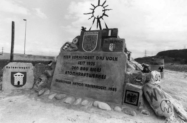 In den Siebzigerjahren verstärkte sich im Zuge der Umweltdiskussion der Widerstand gegen die Kernenergie. Am 1. April 1975 besetzten Gegner das Baugelände für das geplante AKW Kaiseraugst. 1988 verzichtete man auf den Bau der geplanten AKW Kaiseraugst.