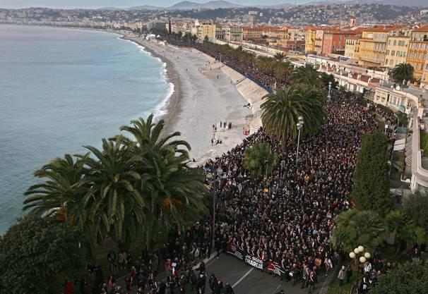 In Nizza gehen am Samstag 20000 auf die Strasse, um gegen den islamistischen Terror zu demonstrieren.