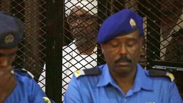 Der sudanesische Diktator Omar al-Baschir hatte das Land fast 30 Jahre lang regiert, bis er im April 2019 gestürzt wurde. Seither sitzt er im Gefängnis. (Archivbild)