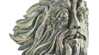 """Den Reliefkopf """"Föhn"""" aus Bronze entwarf Hans Erni 1970 als Galionsfigur für das von der Luzerner Schifffahrtsgesellschaft gebaute Motorschiff """"Gotthard"""""""