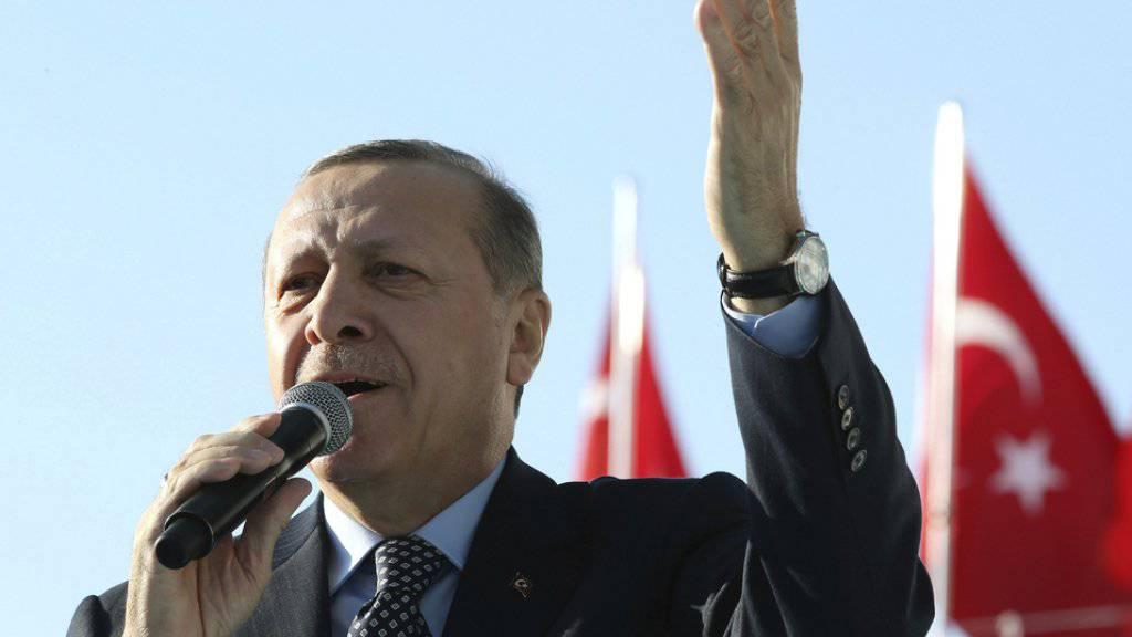 Der türkische Staatspräsident Recep Tayyip Erdogan geht weiter unerbittlich gegen seine Gegner vor. In einem neuen Dekret kann Türken im Ausland die Staatsbürgerschaft entzogen werden. (Archivbild)