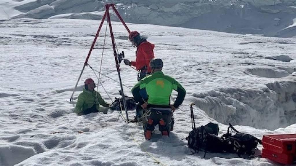 Frau überlebt zwei Nächte in Gletscherspalte