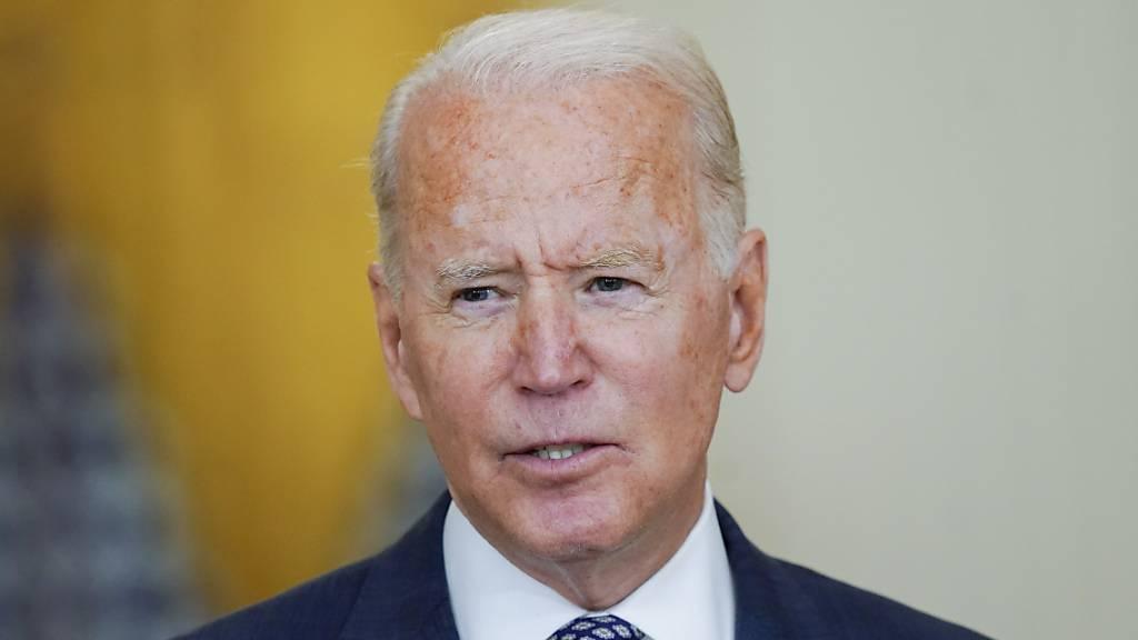 US-Präsident Joe Biden äußert sich zu den Evakuierungen aus Afghanistan. Einem Bericht der «Times» unter Berufung auf britische Regierungskreise zufolge will die britische Regierung US-Präsident Joe Biden überzeugen, die Rettungsmission aus Afghanistan über Ende August hinaus fortzusetzen. Foto: Manuel Balce Ceneta/AP/dpa