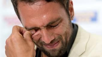 Von den Gefühlen übermannt: FCB-Captain Matías Delgado kann und will seine Tränen nicht zurückhalten, als er seinen Rücktritt erklärt. Georgios Kefalas / Keystone