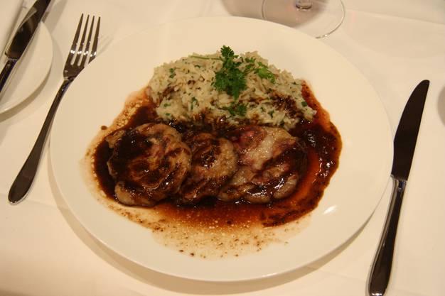 Kalbsnieren vom Grill an Senfsauce mit Kräuterreis - ein Klassiker