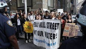 Demonstranten und Polizisten an der Occupy-Aktion in New York