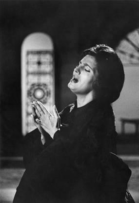 Amália Rodrigues 1962 bei Aufnahmen für die BBC.