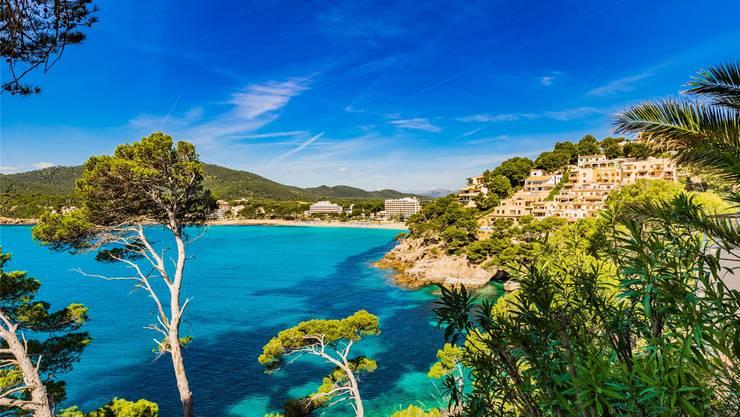 Strategien für die Schweizerische Post erarbeiten bei 25 °C Luft- und 20 °C Wassertemperatur: Ferieninsel Mallorca. Fotolia
