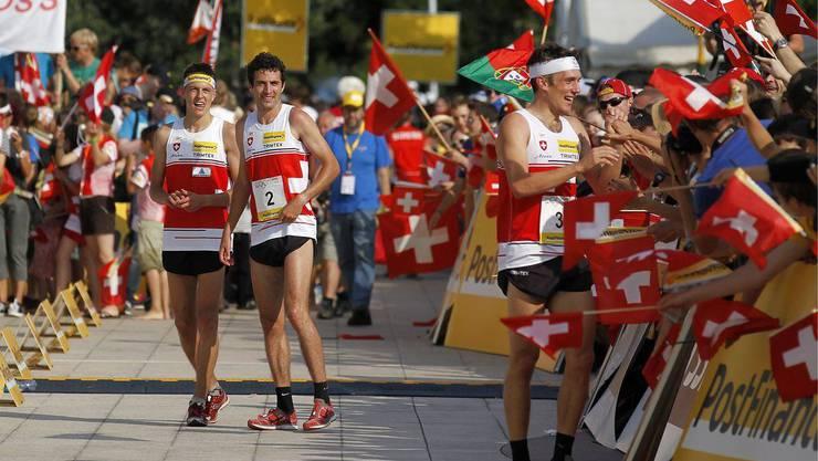 Die Schweizer Sieger v.l. Matthias Kyburz, Matthias Merz und Matthias Müller nach dem Sprint Final an den Orientierungslauf Weltmeisterschaften in Lausanne