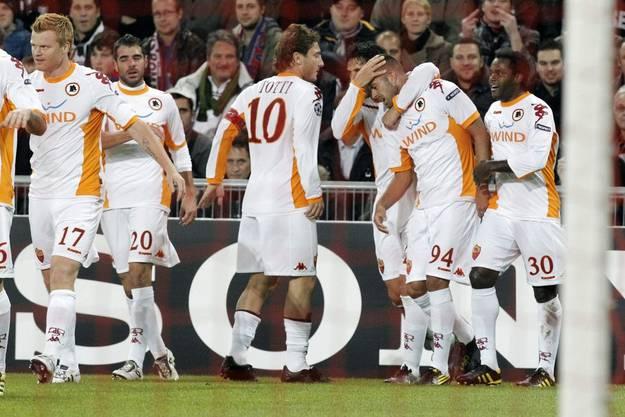 Roma's Spieler rund um Jeremy Menez (Torschütze 0:1).