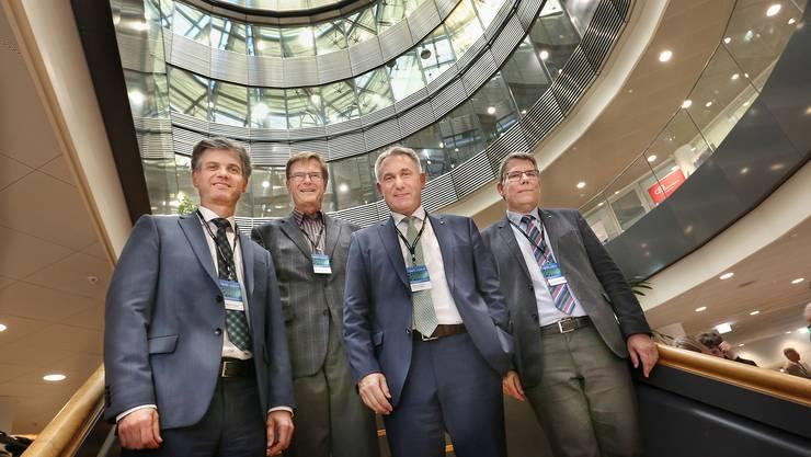 Sie feierten 15 Jahre Nanotechnologie im Aargau Geschäftsführer des Hightech Zentrums Martin Bopp; Jens Gobrecht, ehemaliger Leiter Labor für Mikro- und Nanotechnologie am Paul Scherrer Institut, Regierungsrat Alex Hürze