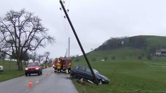 Nach dem Unfall musste auch die Feuerwehr Bretzwil ausrücken.