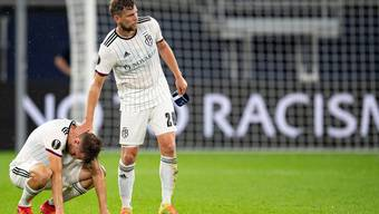 Der FC Basel um Silvan Widmer (links) und Fabian Frei scheidet so chancenlos wie deutlich mit 1:4 gegen Schachtar Donezk im Viertelfinal der Europa League aus.