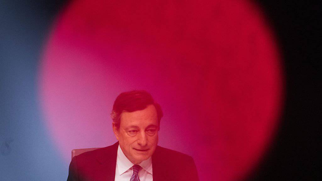 EZB-Präsident Mario Draghi:  «Wir haben allen Grund zu mehr Vertrauen in die Stärke der wirtschaftlichen Erholung als vor einem Jahr. Aber wir können nicht zuversichtlich sein, was den ökonomischen Ausblick angeht.» (Archiv)