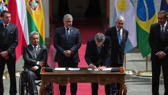 Zahlreiche Präsidenten von Ländern Südamerikas haben am Freitag einen neuen Staatenbund besiegelt - damit wollen sie das Problem der Mitgliedschaft von Venezuela in anderen Bündnissen lösen.