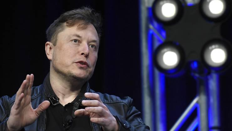 Droht mit dem Firmenwegzug aus Kalifornien: Elon Musk, Chef des Elektroauto-Pioniers Tesla. (Archivbild)