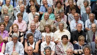 Einwanderer der ersten Generation bei einem Treffen: Wird es bald zu eng für neue?Keystone
