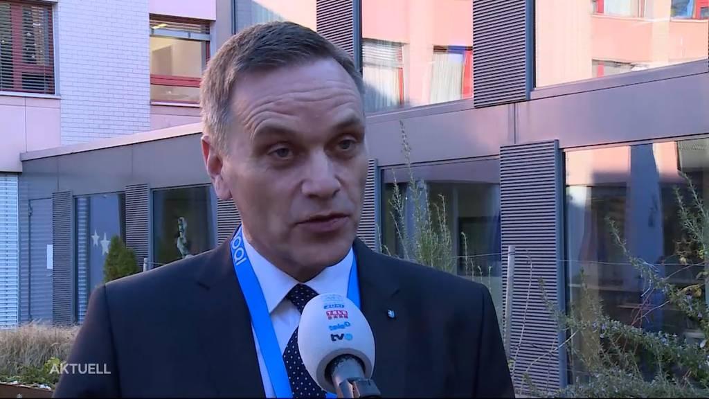 Gesundheitsdirektor Jean-Pierre Gallati rät vom gemeinsamen Feiern ab