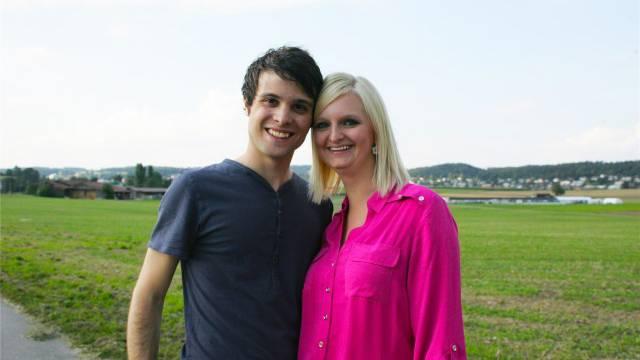 Real verliebt: Claudio (25) und Yvonne (23). Foto: Michael Schmid