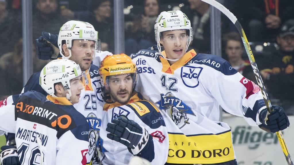 Tobias Geisser (ganz rechts) spielt wieder im EVZ-Dress.