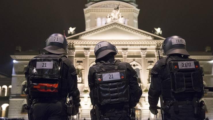 Wer für das Bundesamt für Polizei im Bundeshaus arbeitet, muss in Zukunft seinen Bartwuchs regulieren.
