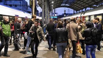 Rush Hour in Olten: In Stosszeiten geht es im Bahnhof hektisch zu und her.