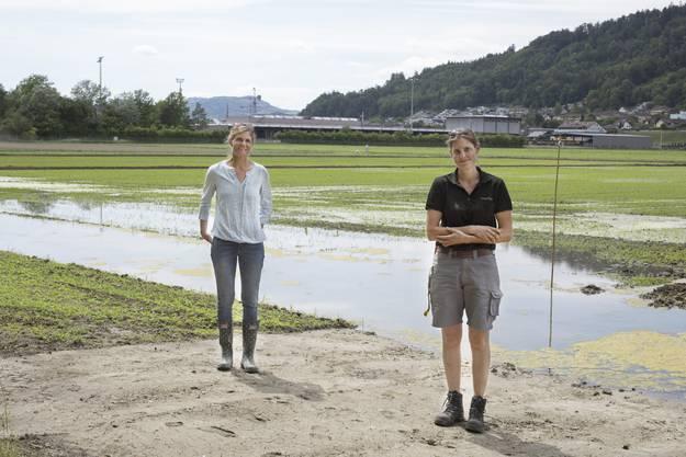 Katja Jacot von Agroscope (links) und Judith Meier von der Max Schwarz AG begleiten das Projekt.