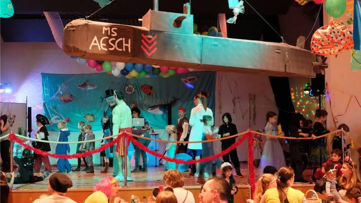 Der Aescher Gemeindesaal Nassenmatt war dieses Wochenende gut besucht. Am Samstag gab es einen Barbetrieb, am Sonntag den Kinder-Fasnachtsball.