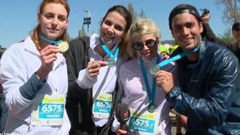 Mit gleich 3 Frauen teilt sich Rafael Beutl die 42 Kilometer. Mit dabei: Rosenkönigin Belinda Lenart, Mirjam Jäger undGossip-Girl Nives Arrigoni.