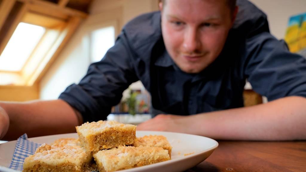 Röbi zeigt dir den Rüebli-Cheesecake Streuselkuchen