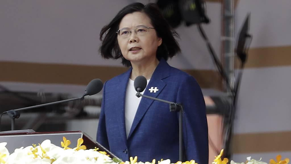 Taiwans Präsidentin Tsai Ing-wen hat die Forderung von Chinas Staats- und Parteichef Xi Jinping zur «Wiedervereinigung» zurückgewiesen. Foto: Chiang Ying-Ying/AP/dpa