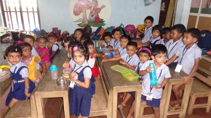 Sechs an einem Pult: Zurzeit besuchen 48 Kindergartenkinder den Unterricht in Kakkamoola.