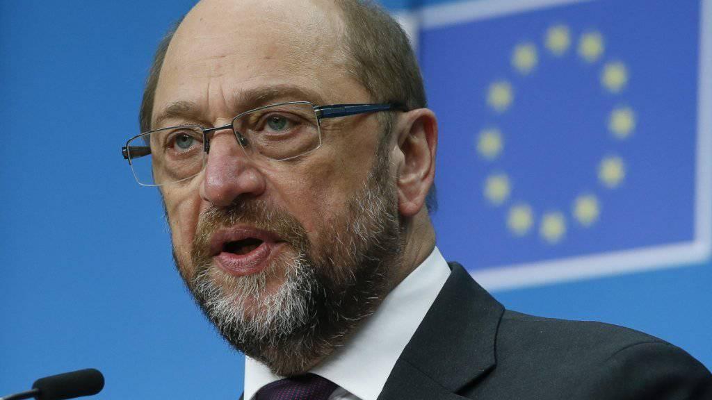 Im EU-Parlament regt sich Protest gegen die geplante eingeschränkte Beteiligung der Volksvertretung an den Brexit-Gesprächen. Parlamentspräsident Schulz bezeichnete die Erklärung der 27 verbleibenden EU-Staaten dazu als enttäuschend. (Bild vom 15. Dezember)