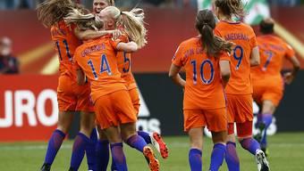 Die Niederländerinnen feiern das 1:0 gegen Norwegen
