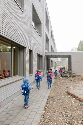 Das neue Schulhaus Langwies erlebte seinen ersten Schultag.
