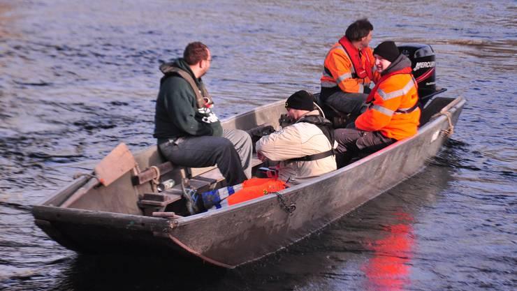 """Vier Pontoniere unterwegs im Motorboot am ersten Arbeitstag für die Schweizermeisterschaft """"Murgenthal2020.  Ueli Schütz"""