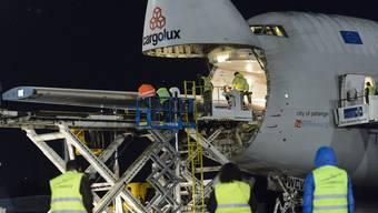 Jumbo-Jet für Transport von Solar Impulse 2 in Payerne gelandet