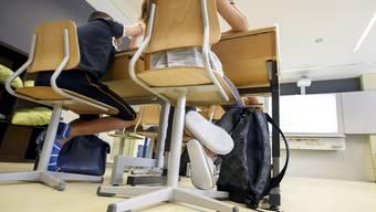 Die Schule hatte die Eltern eines Schülers angezeigt, weil diese nicht am obligatorischen Elternabend erschienen sind. (Symbolbild)