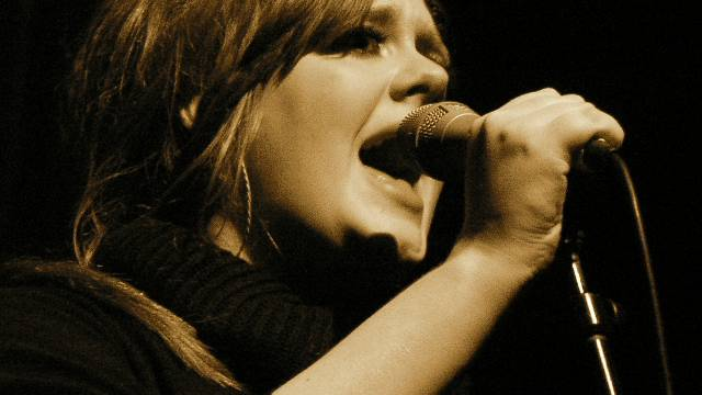 Adele bricht mit «Hello» Rekord um Rekord