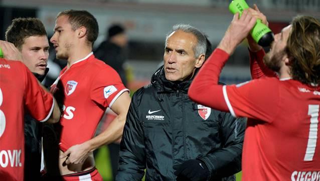 Biel Coach Hans-Peter Zaugg (M.) muss auf einige Spieler verzichten.