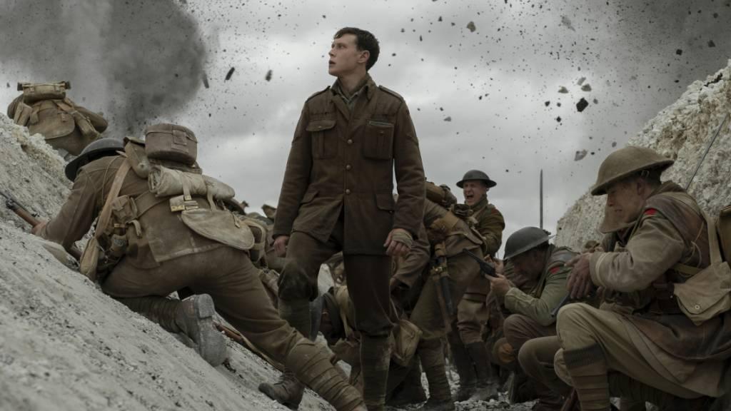 """Chancen auf den Oscar steigen: Szene aus dem Film """"1917"""" mit  George MacKay (stehend)."""