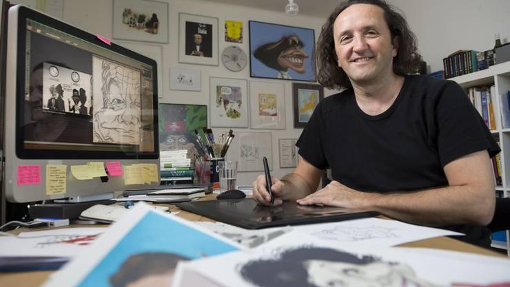 Der erfolgreiche AZ-Karikaturist Silvan Wegmann in seinem Büro.