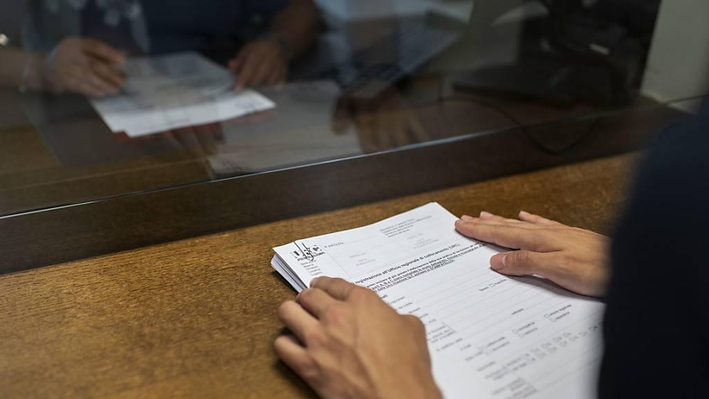 Vorsprechen beim Regionalen Arbeitsvermittlungszentrum: Die Zahl der Stellensuchenden in der Zentralschweiz hat trotz des Coronavirus abgenommen. (Symbolbild)