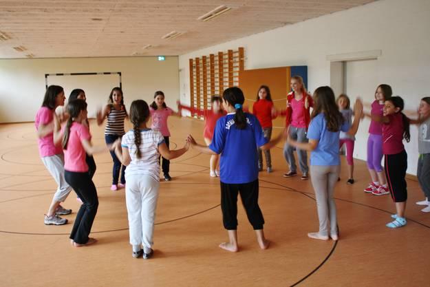 Der Zusammenhalt in der Gruppe stärkt die Schülerinnen