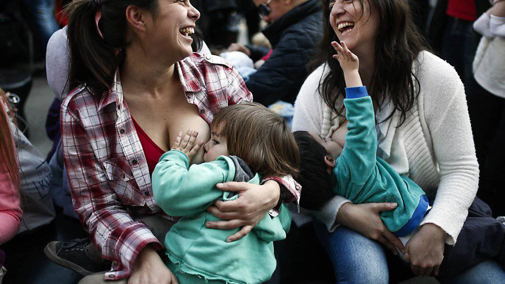 Mütter demonstrieren in der argentinischen Hauptstadt Buenos Aires für das öffentliche Stillen. (Archivbild)